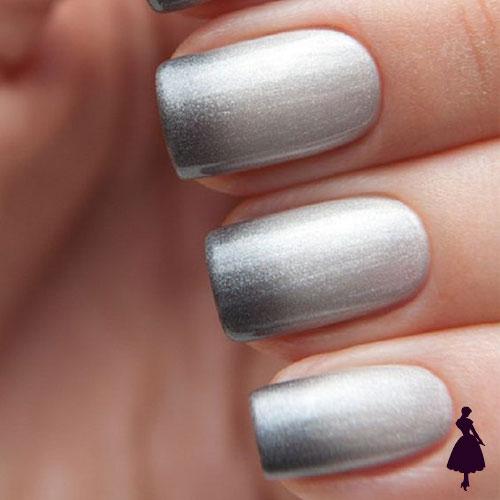 Uñas color gris ombre por uña