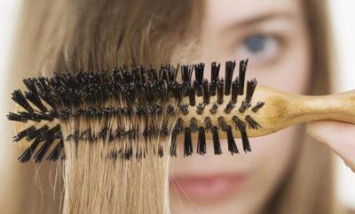 Peinar el cabello
