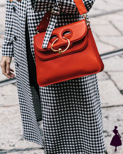 Street Style de Milan pierced clothes