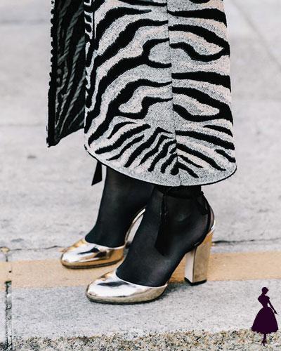 Street style de Milan zapatos metalizados