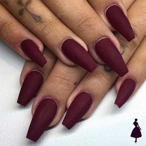 Diseños de uñas color burdeo mate