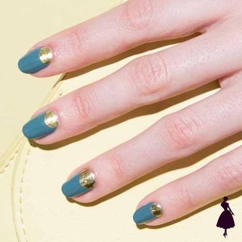 Diseños de uñas media luna dorado
