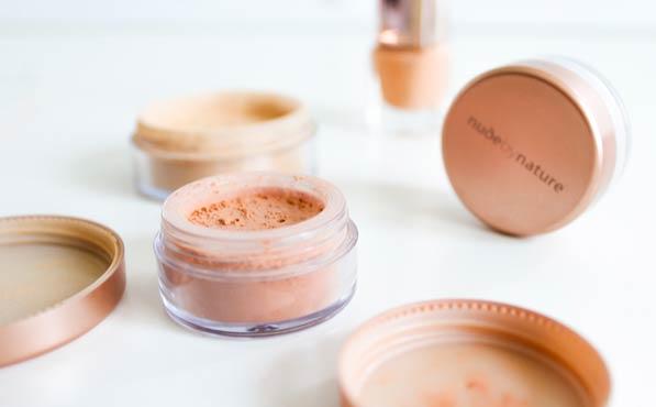 Para qué sirve el polvo en el maquillaje