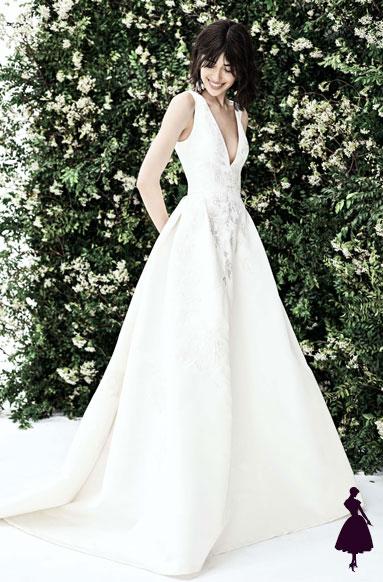 vestidos de novia con escote profundo Carolina Herrera