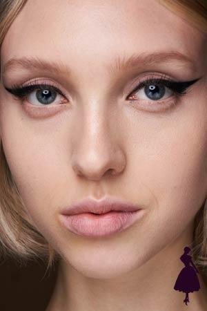 Maquillaje de ojos tipo cat eye de Marc Jaco