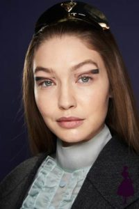 Maquillaje de ojos marcado en Prada. Modelo Gigi Hadid.