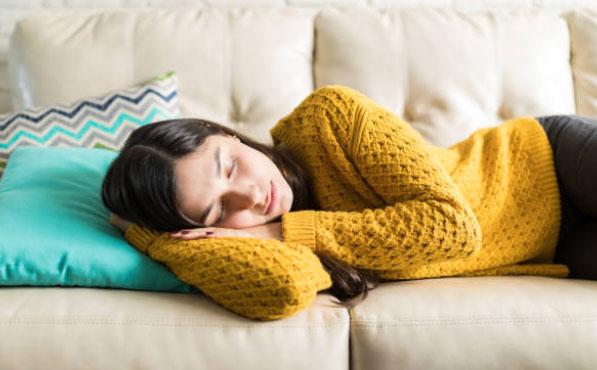 beneficios de tomar siesta