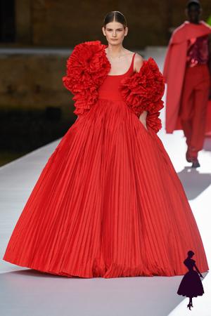 Vestidos de Valentino rojo con volados