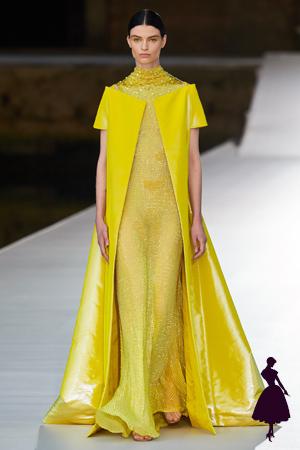 Vestidos de Valentino con capa de hombros descubiertos
